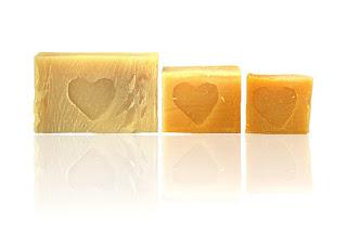 Mydło naturalne słonecznikowe polecane dla skóry tłustej i trądzikowej znajduje się w ofercie Mydlarni Rudy Kot w Pasterce w Górach Stołowych