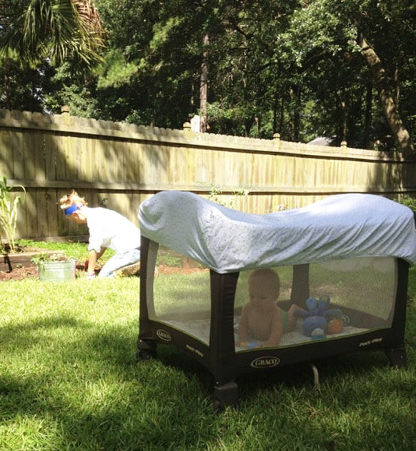 18 Hilarious Hacks Prove That Some Parents Are Geniuses - Let Your Child Get Some Fresh Air Without Worrying About Mosquitoes or Too Much Sun