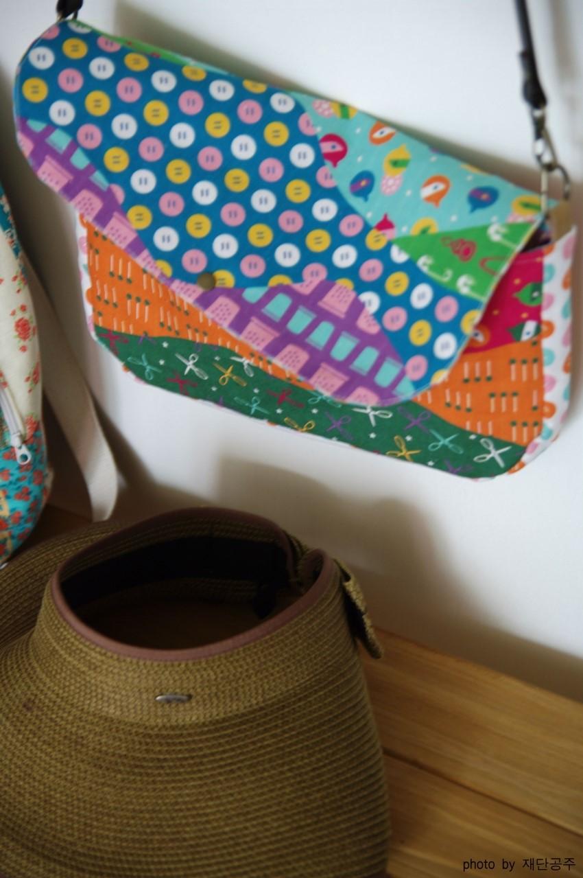 Cross Body Shoulder Bag Sewing Photo Tutorial. Step by Step DIY