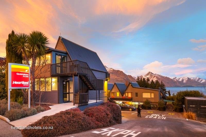 Hotel Heartland Queenstown. Exterior