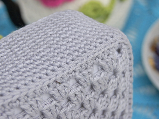Kannen yhdistin Flat Slip Stitch -tekniikalla