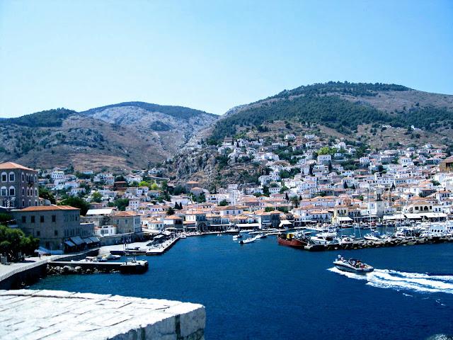 Hydra harbour