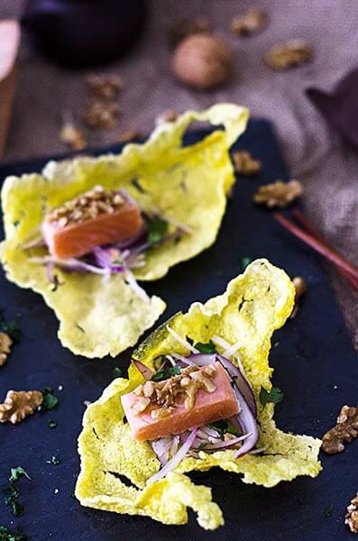 taco-salmon-sobre-tosta-arroz-picada-nuez2