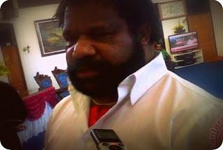 Lenis Kogoya Kunjungi Sekolah Pilot Asli Papua di Biak Numfor