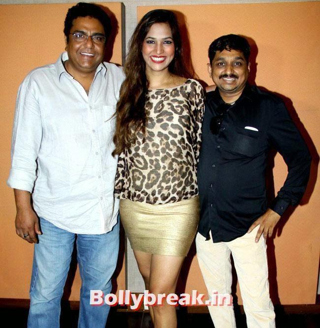 Zakir Husain, Tanisha Singh and Sajan Agarwal, Tanisha Singh at 'Game Paisa Ladki' Song Recording