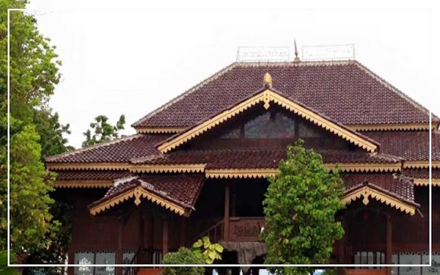 Gambar Anjungan Rumah adat Lampung