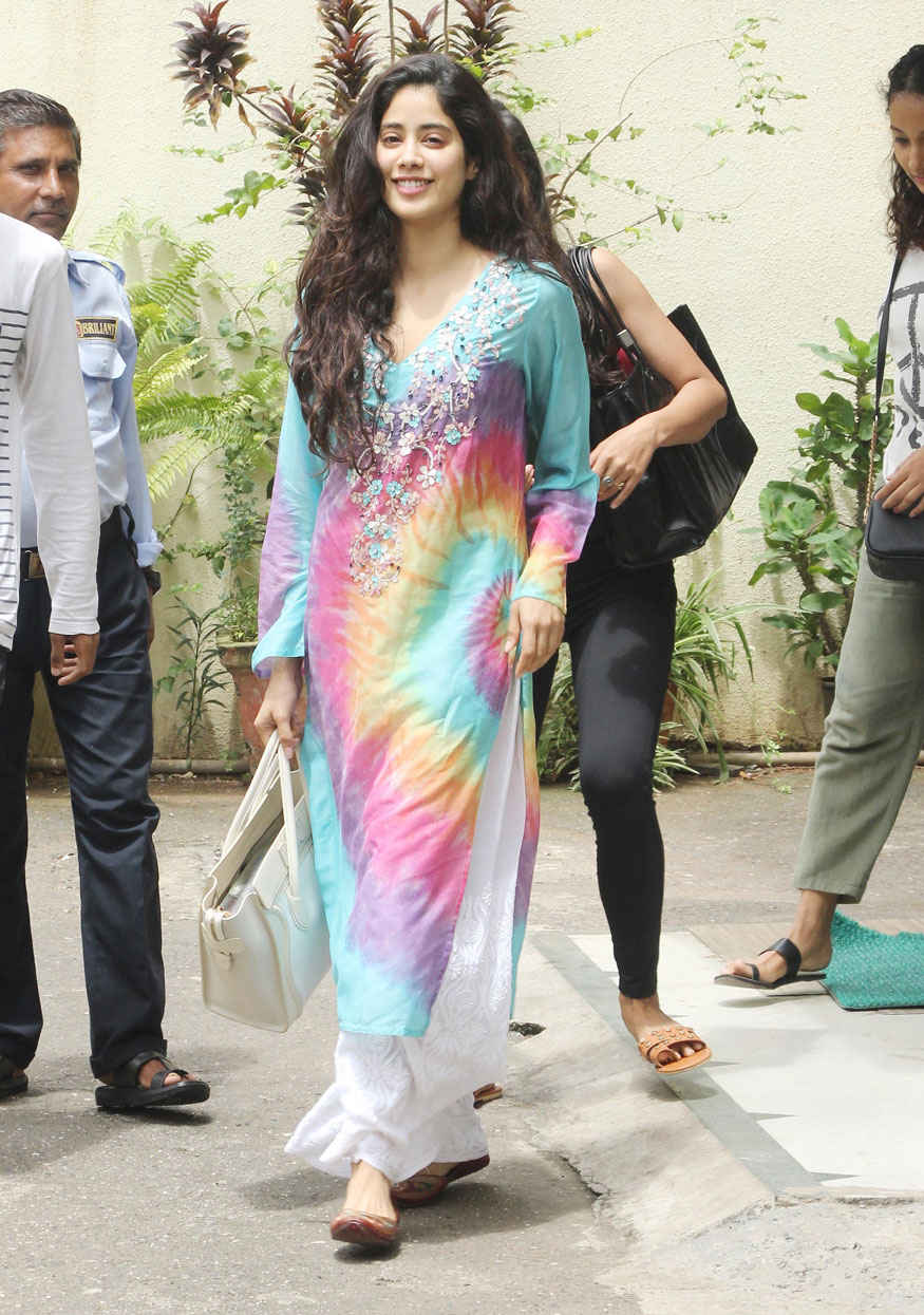 Sridevi's Daughter Jhanvi Kapoor at House of Wow In Bandra, Mumbai.