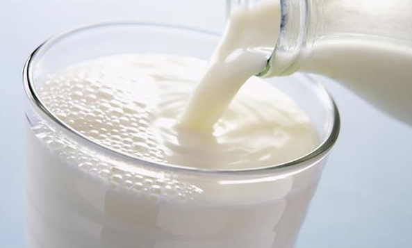 दूध का सेवन कम करें