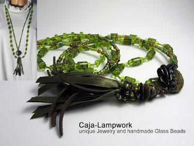 grünes Ketten Set mit Lederquast und Rakulinse