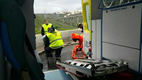 Hombre herido al caer por una ladera mientras caminaba