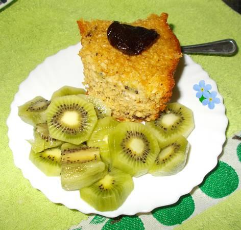 Bolo de aveia com kiwi e ameixas