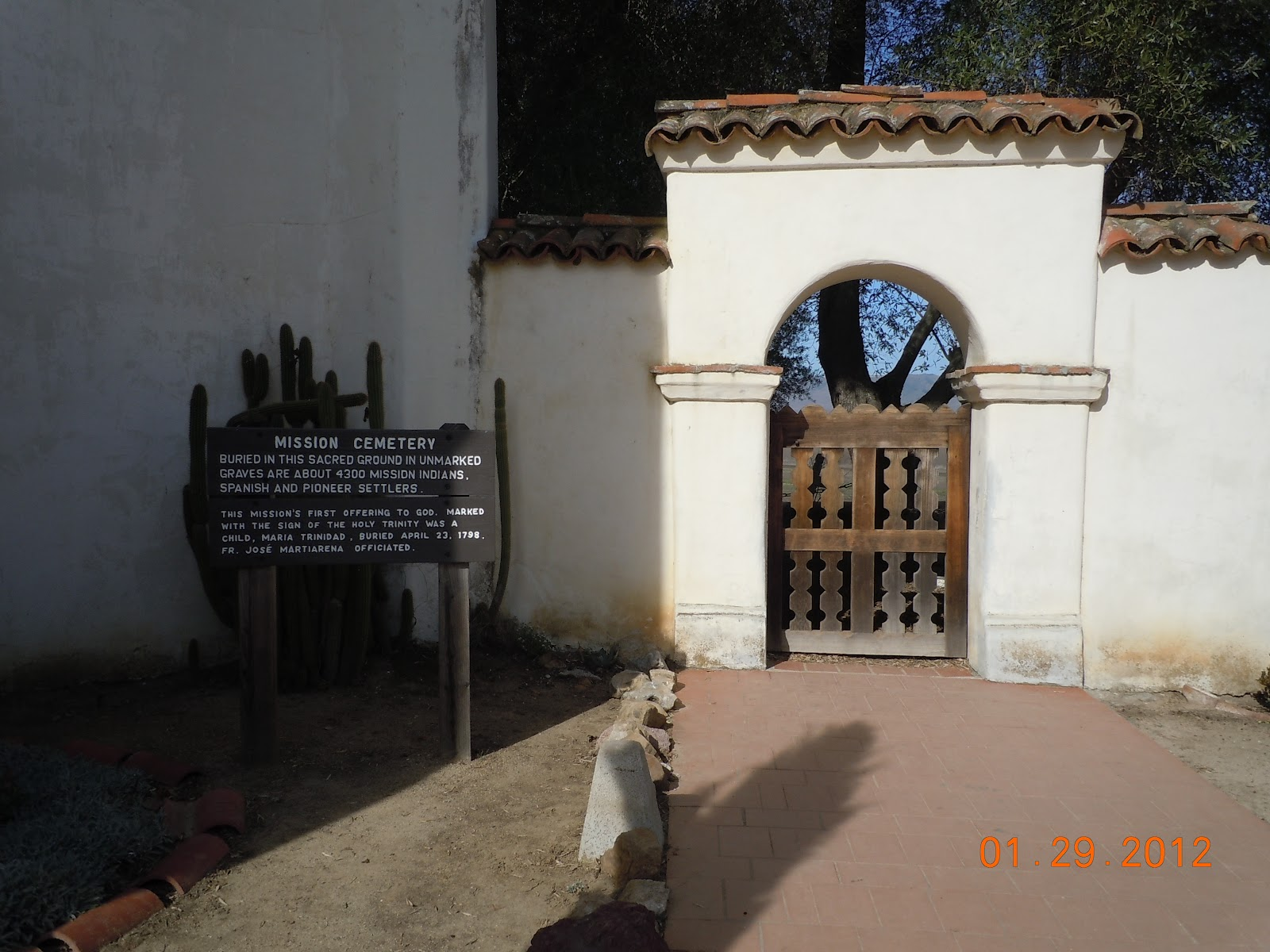 San juan bautista mission happens to be located directly on the san andreas fault in the san juan valley although its location right on the fault was