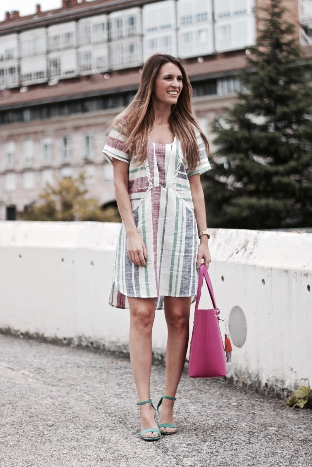 como combinar vestido de rayas