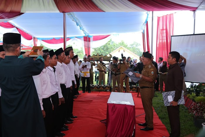 Plt Bupati Nanang Ermanto Lantik 161 Beserta Anggota BPD Di Kec. Palas Lamsel.