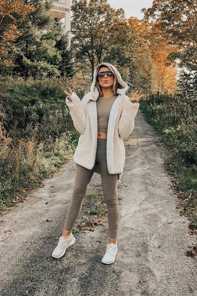 17 Fresh Fall Fashion Outfits To Update Your Closet In 2018 | Reversible Coat + Aloyoga Leggings + Aloyoga Movement Bra + Nike Sports Shoes
