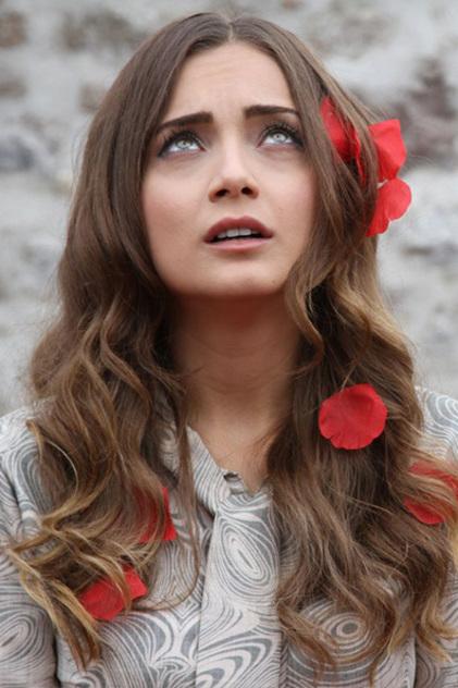 مسلسل حرب الورود , جيهان بطلة مسلسل حكاية حب , ازياء جيهان فى مسلسل حكاية حب