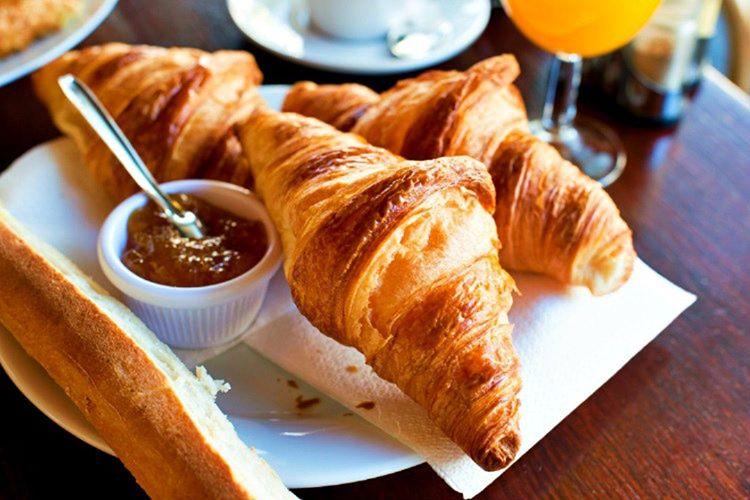 Kruvasan gerkçekte Fransızların değildir, Macarların Kifli adını verdikleri hilal çöreğinin ta kendisidir.