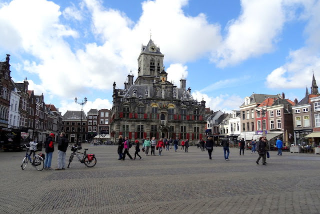 Delft, Netherlands: The Market Square and Lunch at Het Konings Huys