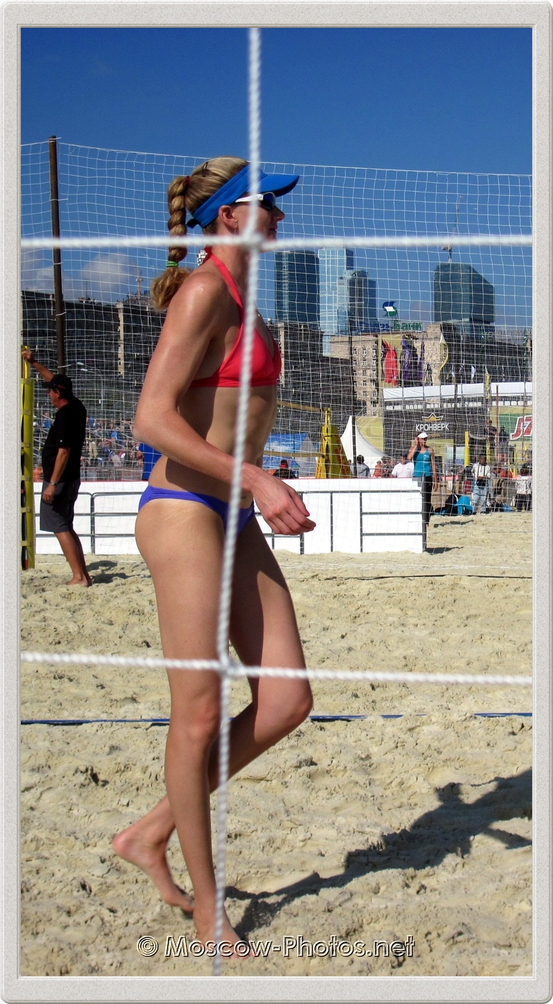 Kerri Walsh (in the background - towers of Moscow City)