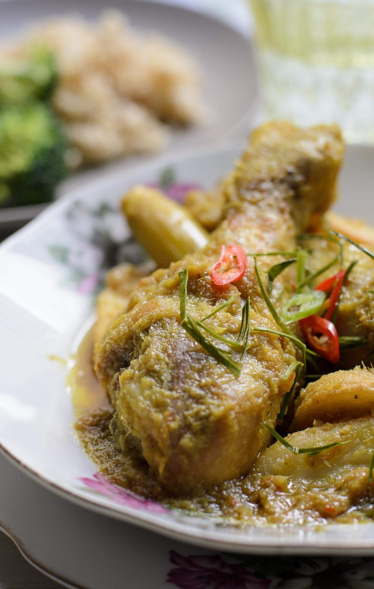 Phat Phet Gai / Thai Fried Spicy Chicken