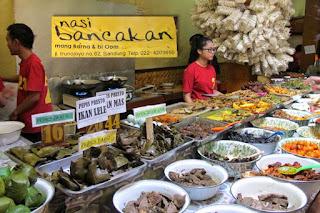 """Nasi Bancakan Bandung Mang Barna dan Bi Oom, Wisata Makan """"Ndeso"""" di Bandung"""