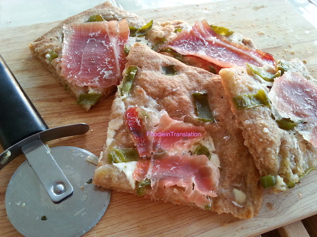 La Rubrica del Lunedì: Pizza peperoni verdi e prosciutto - Monday's Page: Green peppers and ham pizza