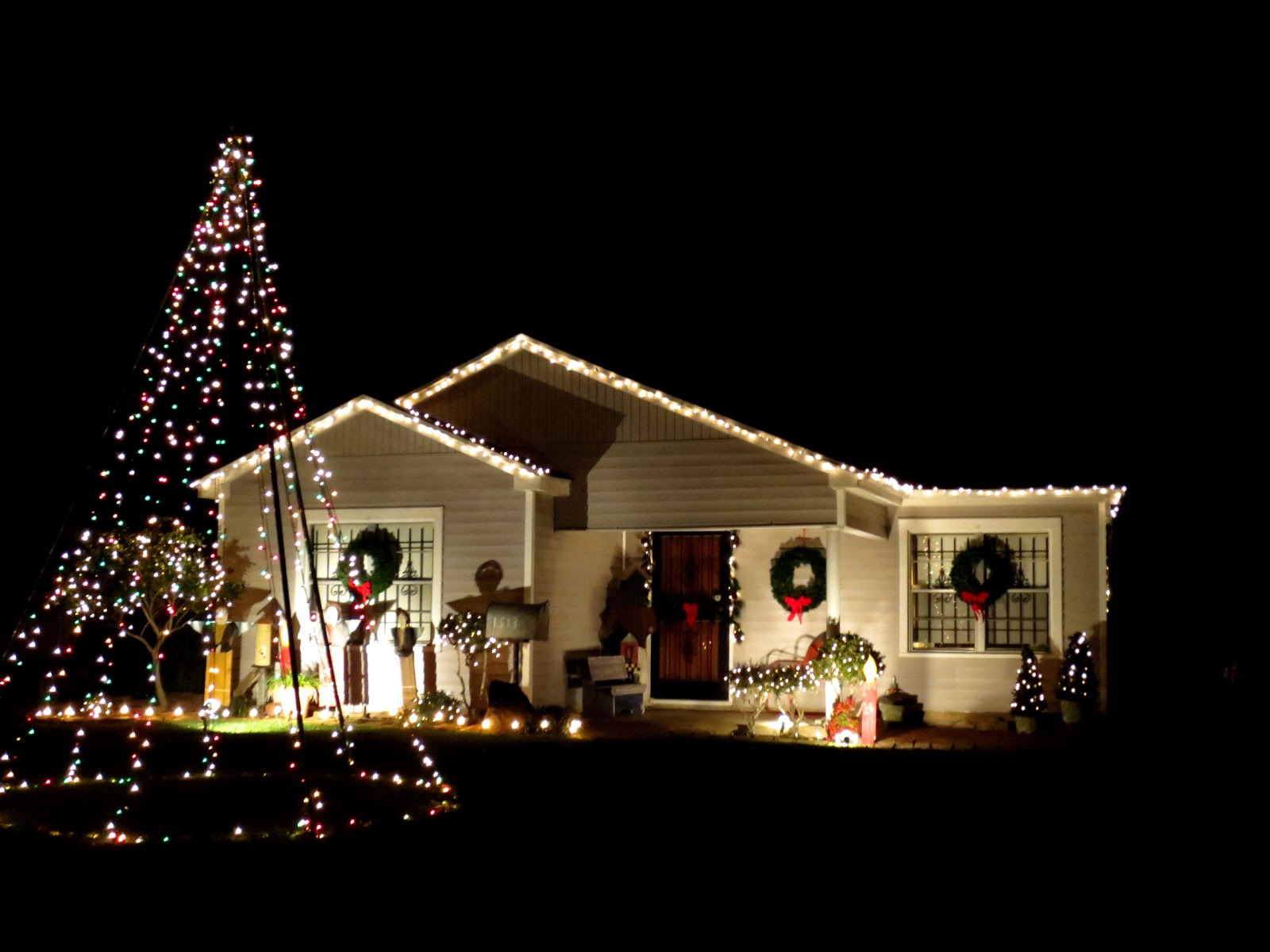 The OtHeR HoUsToN: MY PICKS FOR BEST BUNGALOW CHRISTMAS LIGHTS