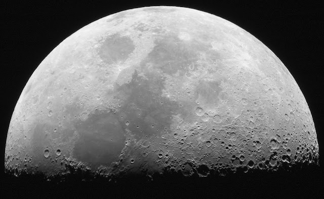 Tentang Bulan