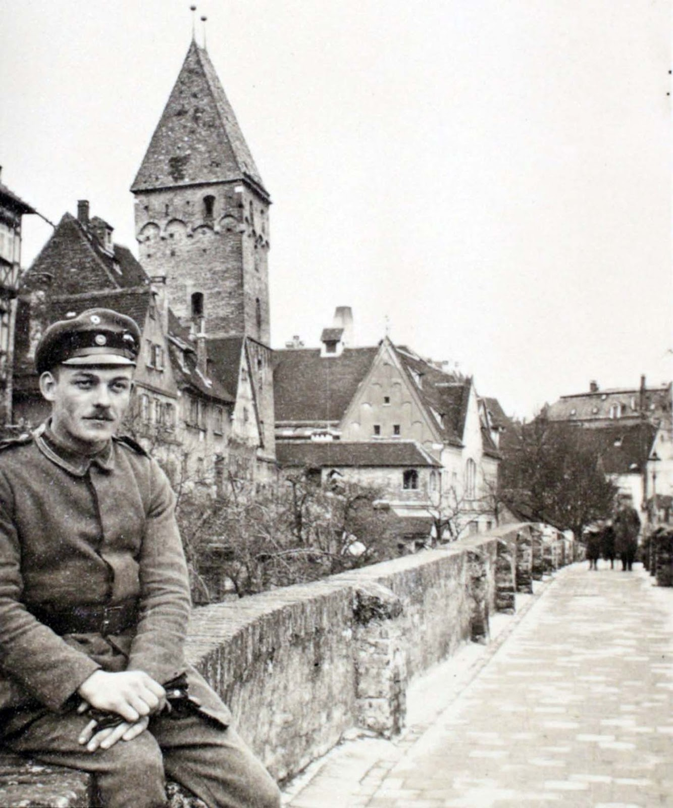 A 16 year old Walter Kleinfeldt photographed in the German city of Ulm in 1915. Just a few weeks later, he was on the Somme.