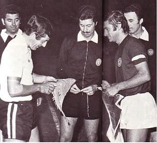 Bologna - Fulham 1974-75. Bulgarelli e Alan Mullery.