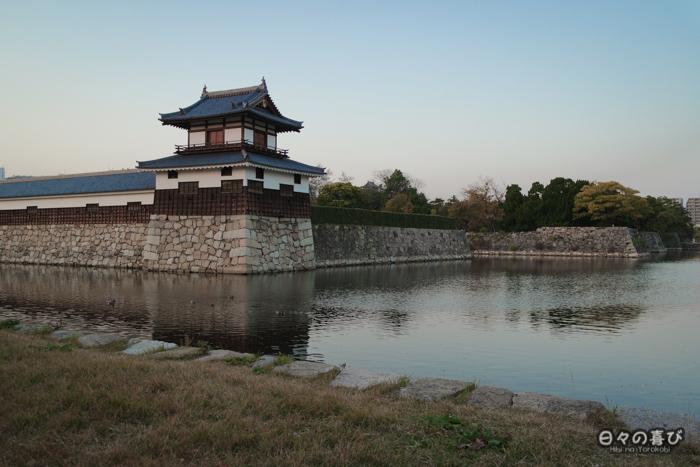 Enceinte extérieure et douves, château d'Hiroshima, Hiroshima-shi