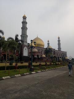 Masjid DIAN AL MAHRI kubah emas Depok