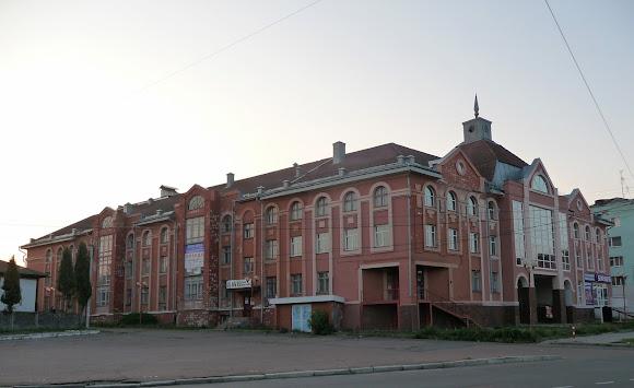Нежин. Торгово-офисный комплекс «Пассаж»