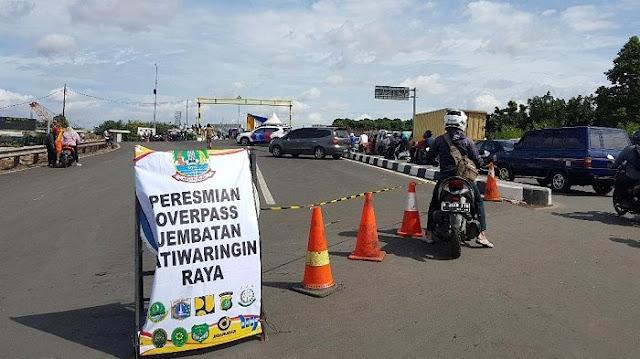 Peresmian Jembatan di Jalan Raya Jatiwaringin, Lalulintas Macet Total