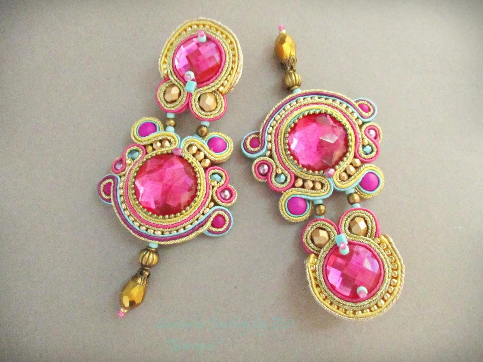 6f57273b6233 Pendientes de soutache en tonos fucsia y dorado con toques de turquesa y  morado hechos por encargo para traje de flamenca.