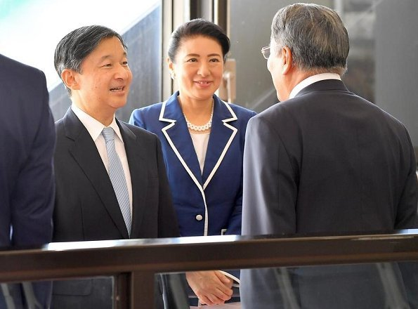 Empress Masako wore a navy blue blazer with white border