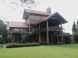 http://vilaistanabungavilage.blogspot.com/2015/11/villa-murah-di-lembang-untuk-rombongan.html