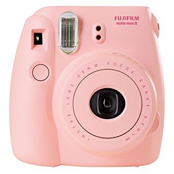 f2e08d0fae Per fare un bel regalo potreste aggiungere alla fotocamera un set di  pellicole, ce ne sono sia di semplici, sia di decorate con personaggi  Disney o disegni ...