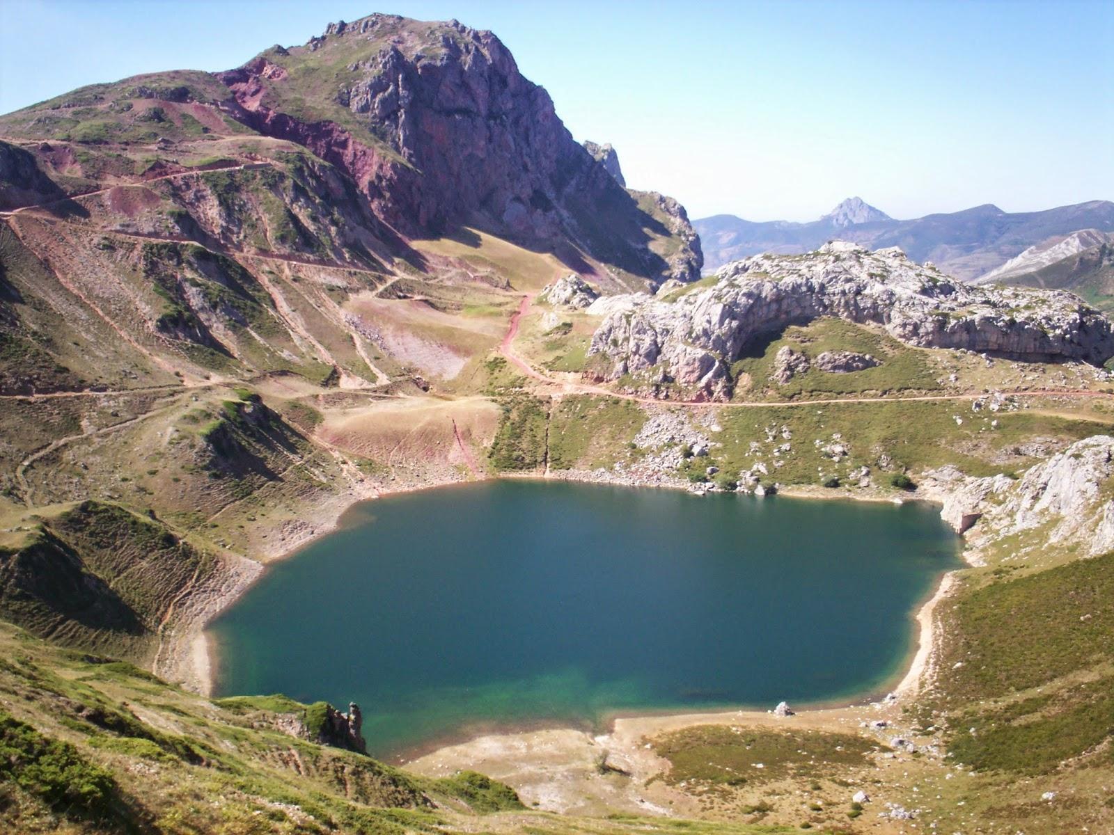 Vistas del lago de la Cueva en Somiedo