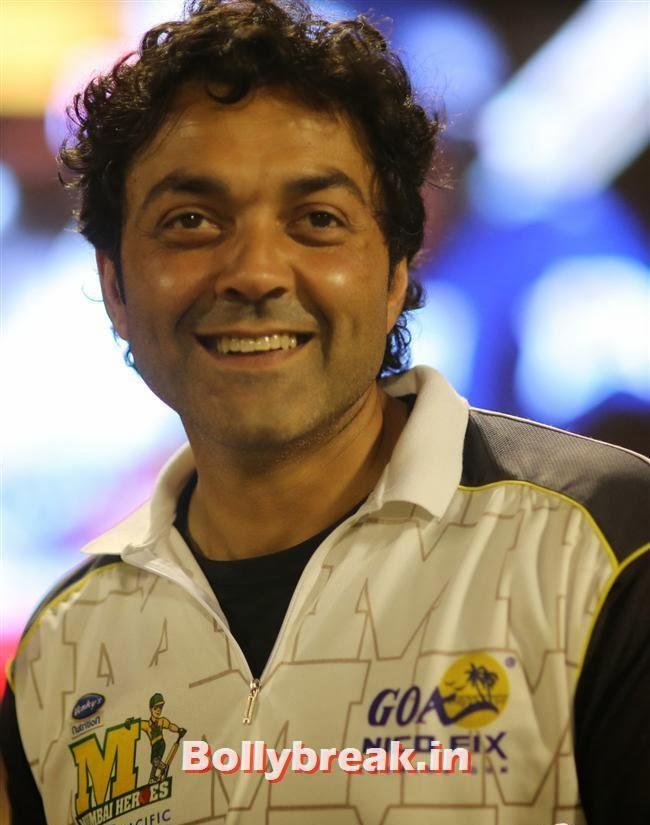 Bobby Deol, Chitrangada Singh,Sana Khan, Genelia, Mandira , Huma at CCL4 Karnataka Bulldozers Vs Mumbai Heroes SF