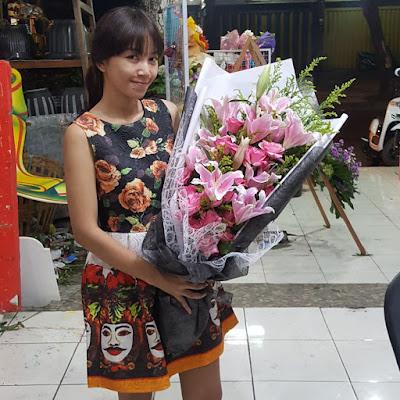 hand bouquet mawar surabaya, toko hand bouquet surabaya, hand bouquet boneka surabaya