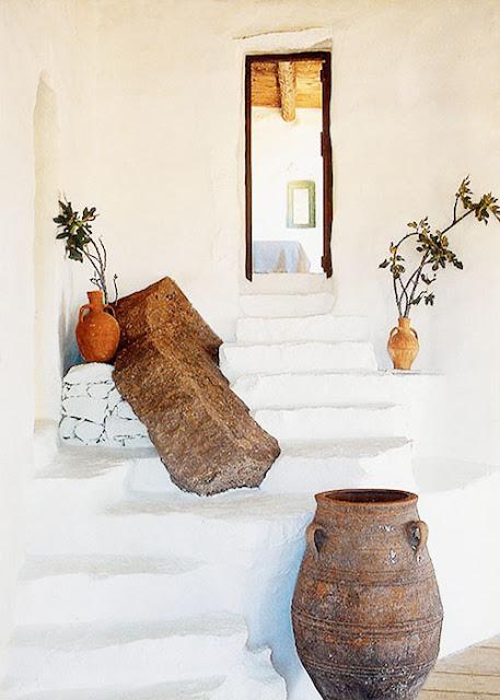 escalier maison traditionnelle grecque blanchie à la chaux