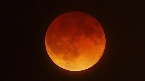 توقعات بنهاية العالم الشهر المقبل بسبب «قمر الدم»