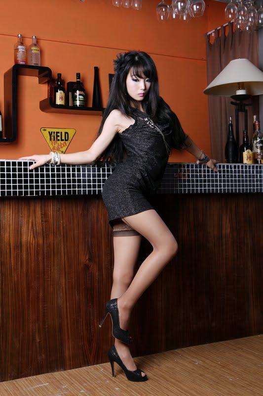 Smoking Hot Legs Mini Skirt Model Im Soo Yeon