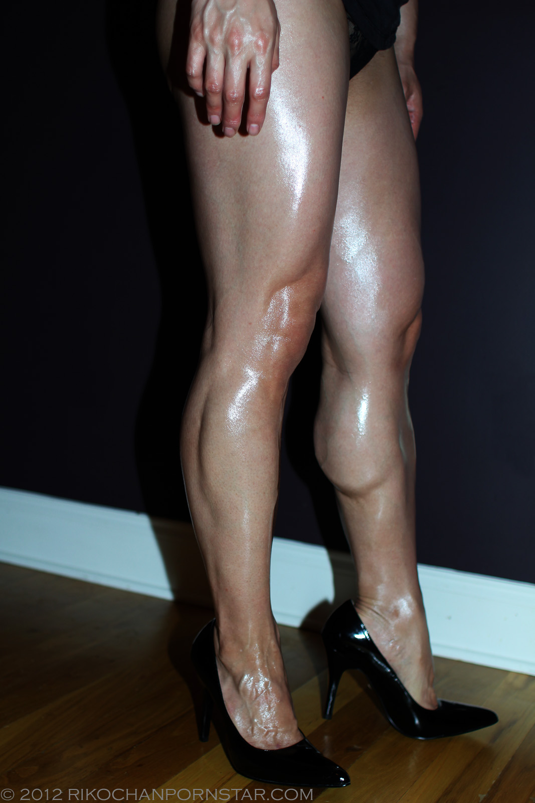 Are Naked women with strong legs