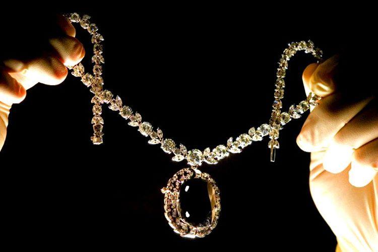 67.5 karatlık Kara Orlov Elması, hazinenin en değerli parçalarından biridir.