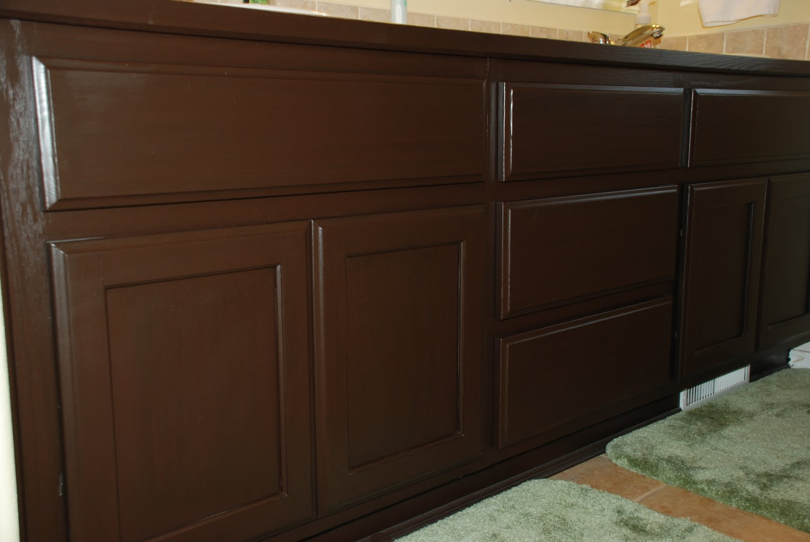 Rustoleum cabinet transformations chocolate www for Cocoa cabinets
