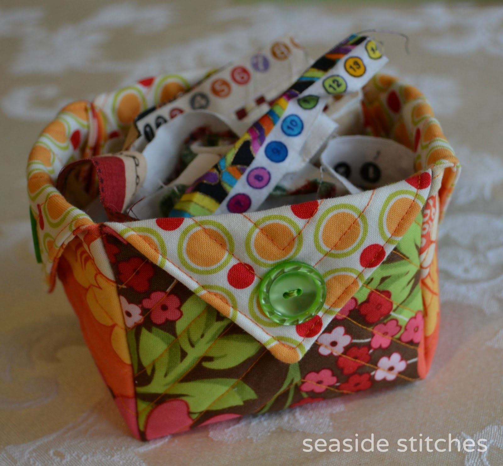 http://seaside-stitches.blogspot.com/2013/03/fabric-box-tutorial.html