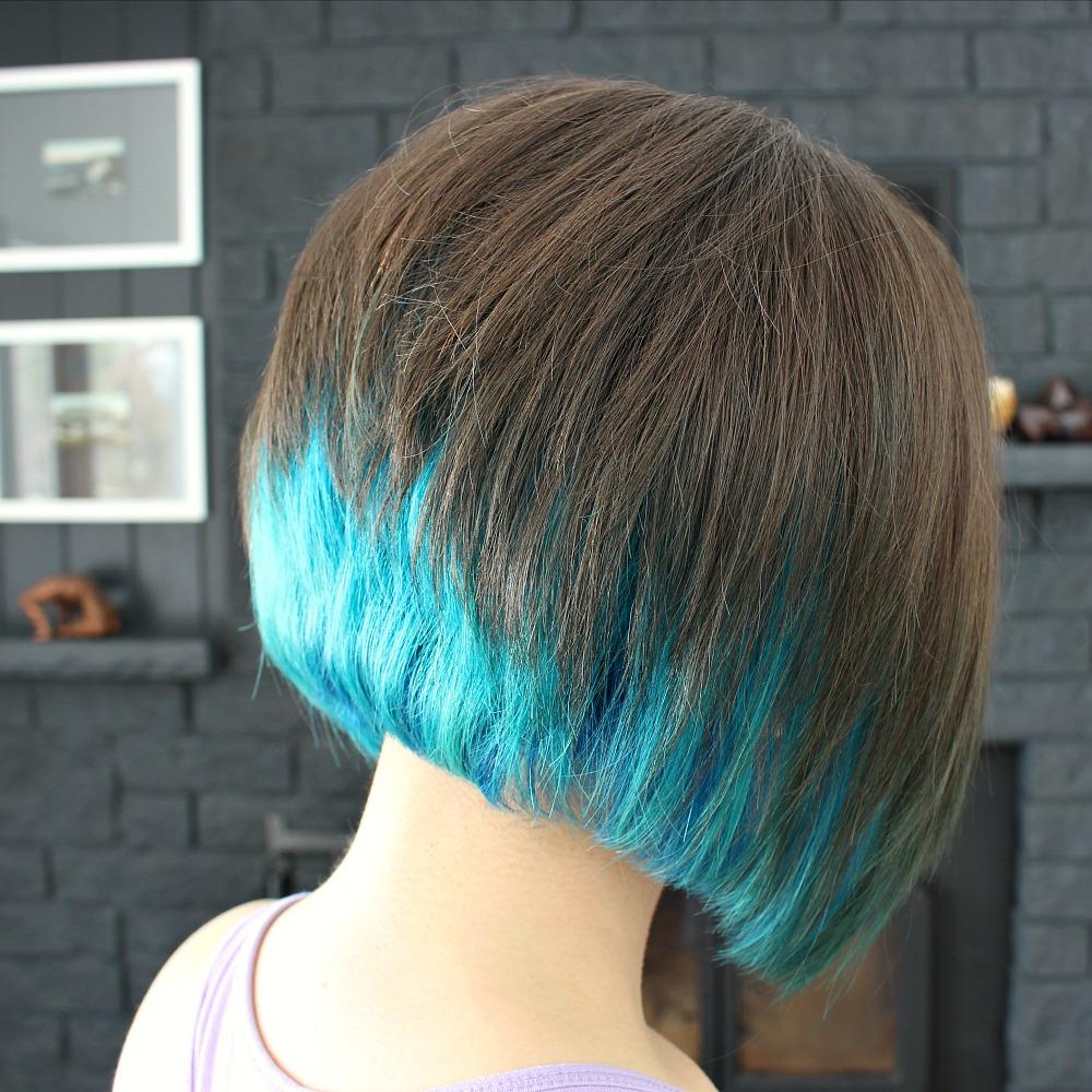 Short Haircut with Aqua Hair Dye // Mermaid Hair