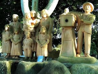 Memorial em Homenagem à Família - Praça Padre Iop, Dona Francisca
